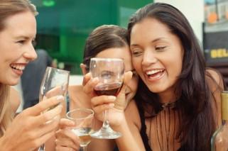 drinking-wine-women-alamy
